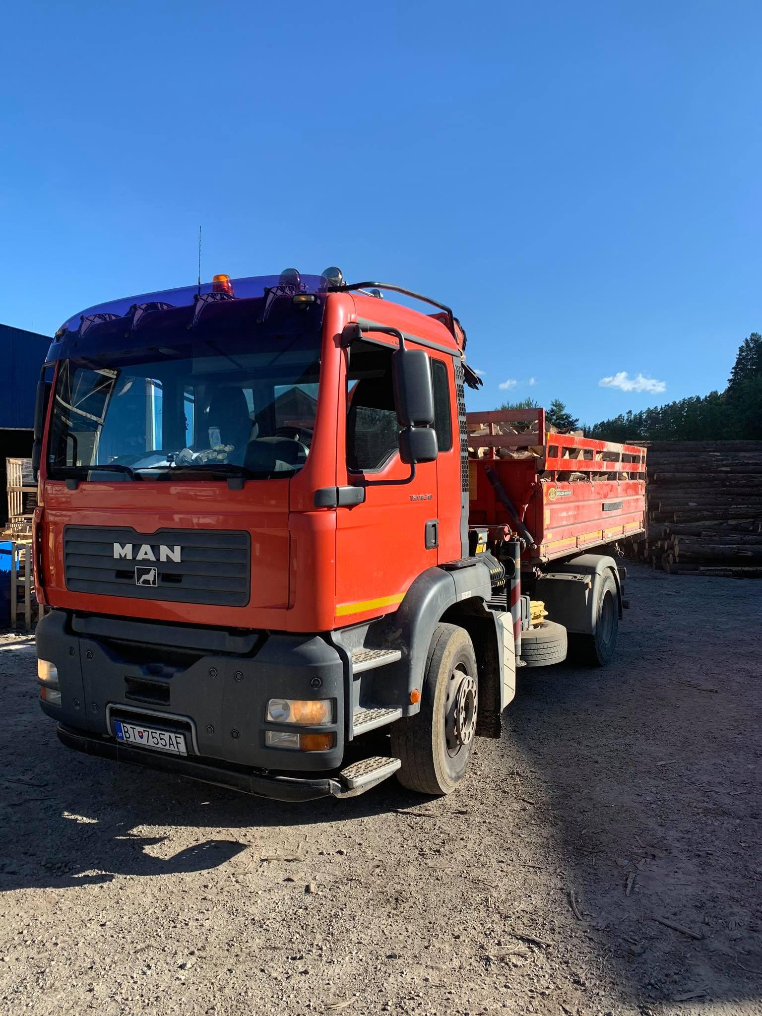 auto sypané drevo